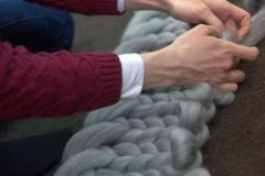 вязание руками из толстой пряжи